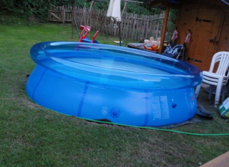 Que mettre autour d'une piscine hors sol pour son habillage ?